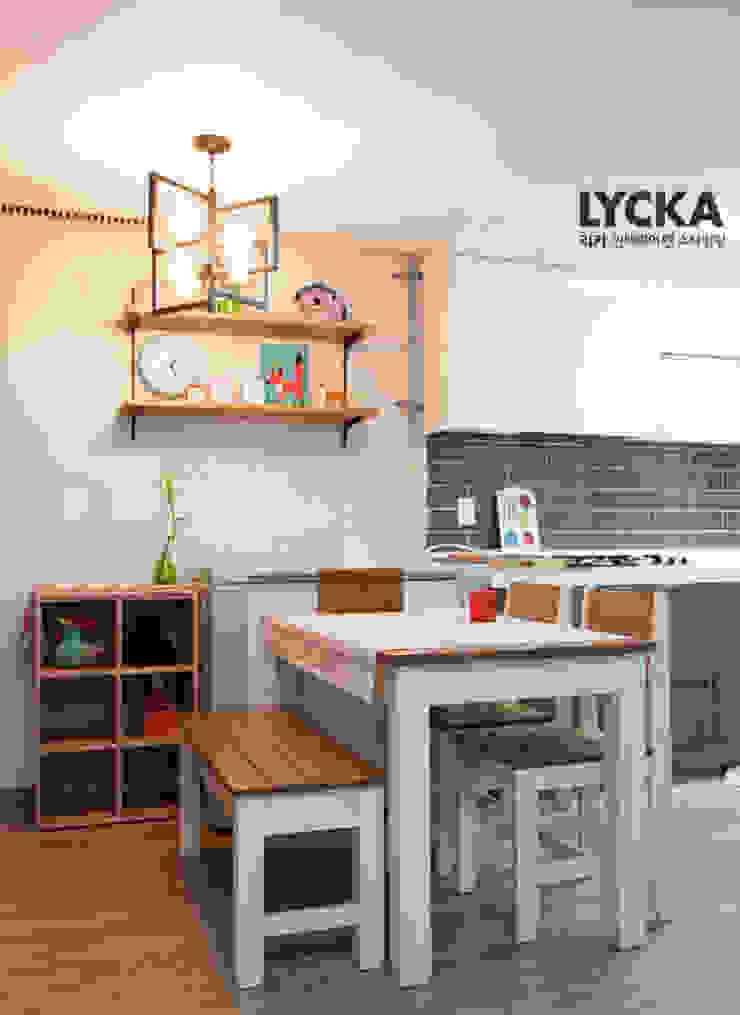 Scandinavian style dining room by LYCKA interior & styling Scandinavian