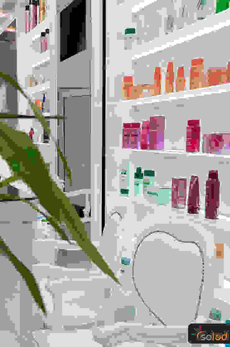 Półki szklane z podświetleniem LED - LED-illuminated shelves od SOLED Projekty i Dekoracje Świetlne Jacek Solka Nowoczesny