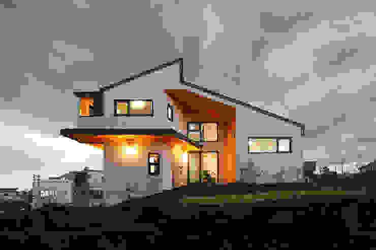 측면 야경 모던스타일 주택 by 주택설계전문 디자인그룹 홈스타일토토 모던