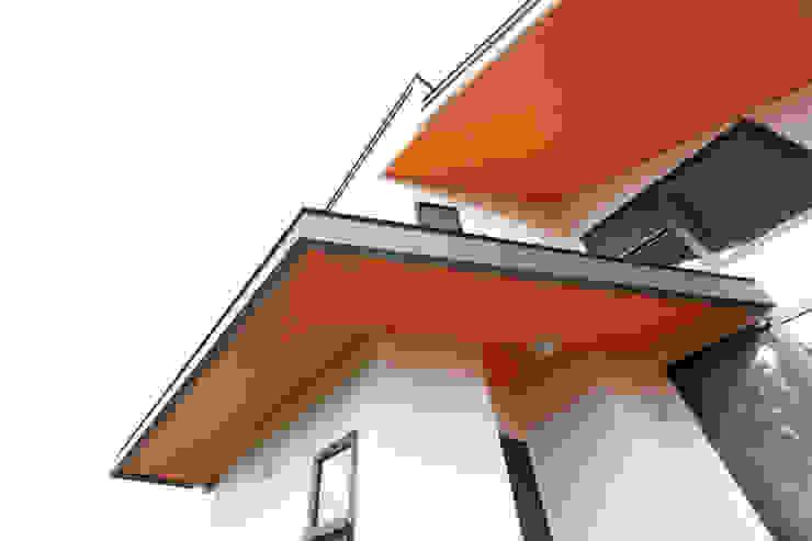 Balcones y terrazas de estilo moderno de 주택설계전문 디자인그룹 홈스타일토토 Moderno