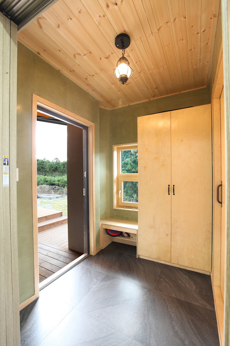 Pasillos, vestíbulos y escaleras de estilo moderno de 주택설계전문 디자인그룹 홈스타일토토 Moderno