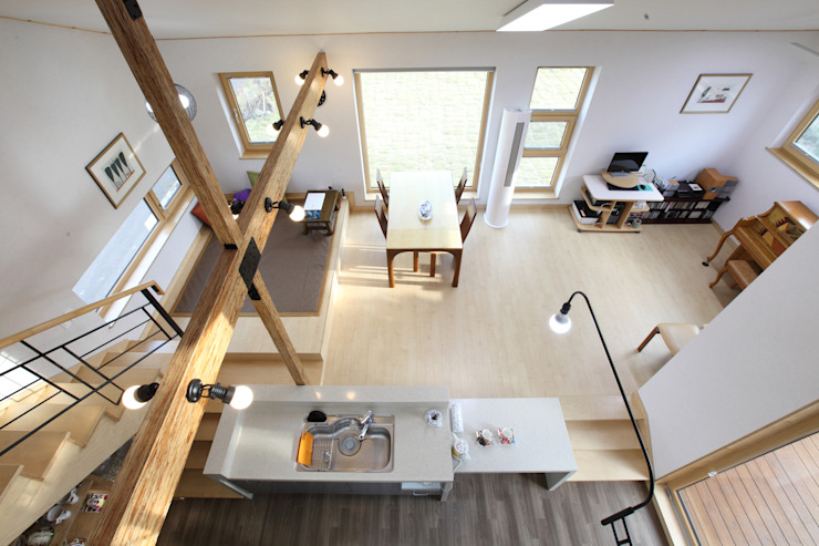 Pasillos, vestíbulos y escaleras modernos de 주택설계전문 디자인그룹 홈스타일토토 Moderno