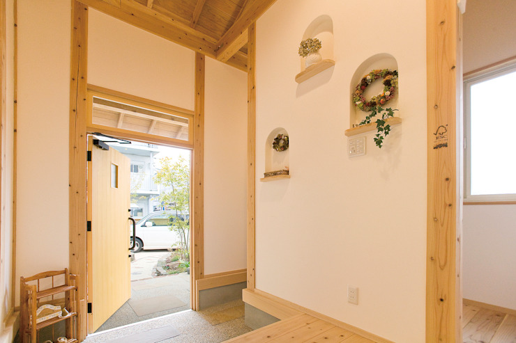 Eclectic style windows & doors by 株式会社粋の家 Eclectic