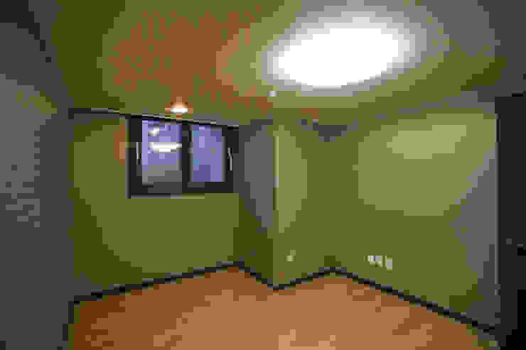 판교 아파트 홈드레싱 스칸디나비아 서재 / 사무실 by LYCKA interior & styling 북유럽
