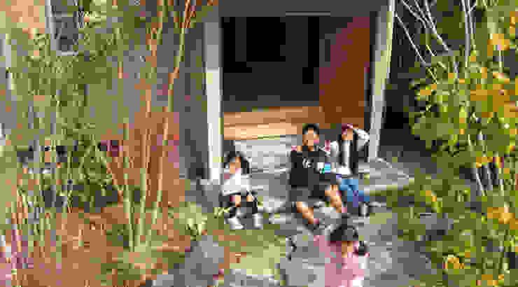 Jardines de estilo ecléctico de 株式会社粋の家 Ecléctico