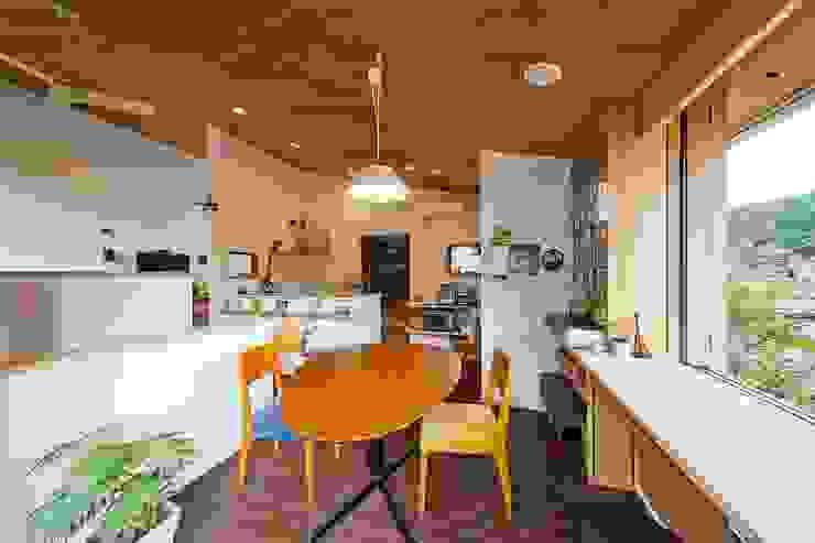 dining Столовая комната в эклектичном стиле от キリコ設計事務所 Эклектичный