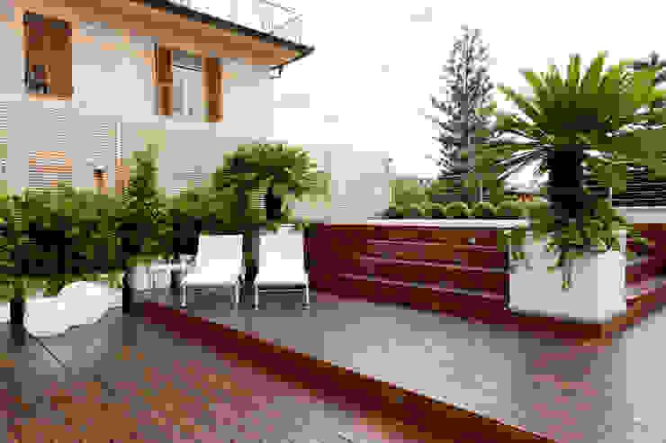 Varandas, alpendres e terraços modernos por Francesca Cirilli Moderno