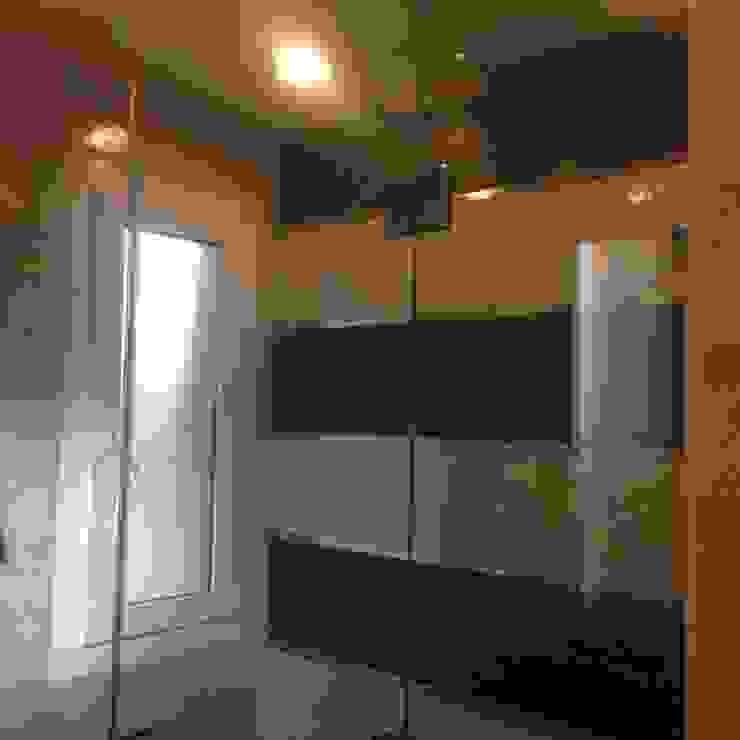 Modern bathroom by DAS Modern