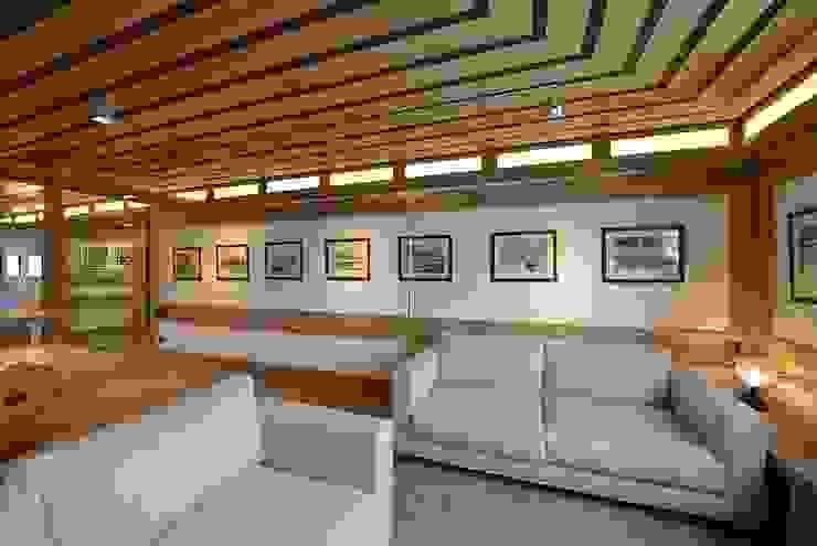 VITTORIO GARATTI ARCHITETTO Salas de estilo moderno Madera