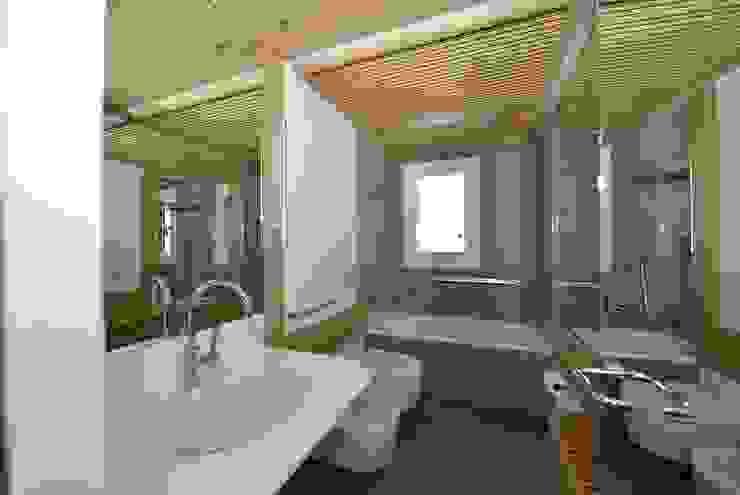 Ванная комната в стиле модерн от VITTORIO GARATTI ARCHITETTO Модерн Камень