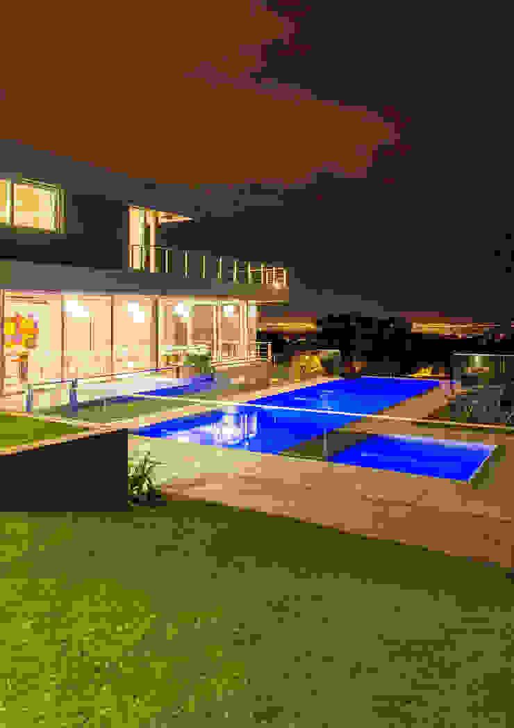 Casa MAS Piletas modernas: Ideas, imágenes y decoración de Saez Sanchez. Arquitectos Moderno