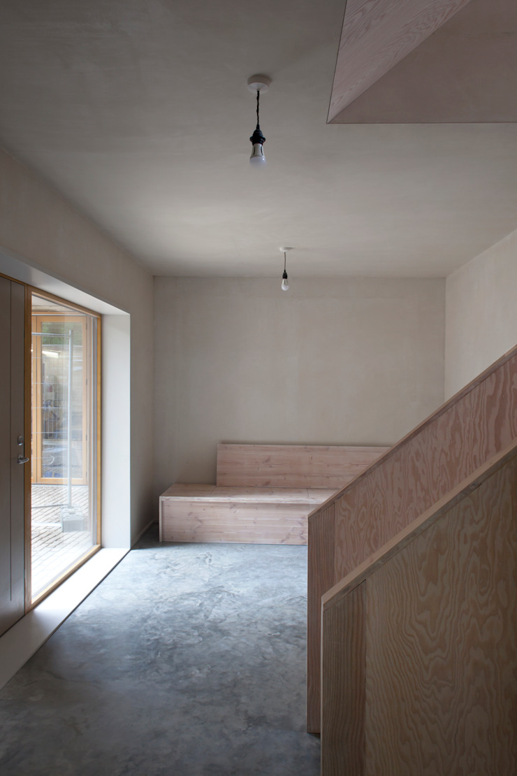 Cooper Lane Modern corridor, hallway & stairs by Henley Halebrown Rorrison Modern