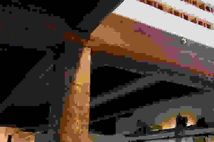 Dinding & Lantai Gaya Klasik Oleh homify Klasik