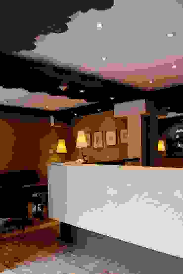 Flor de Mayo Hotel & Restaurant Cocinas modernas de Elías Arquitectura Moderno