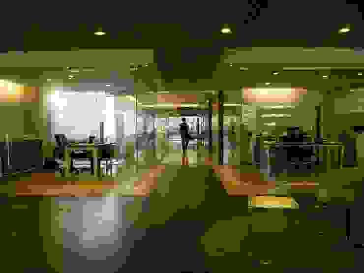 QGC Central Office- Estudios y despachos modernos de Elías Arquitectura Moderno