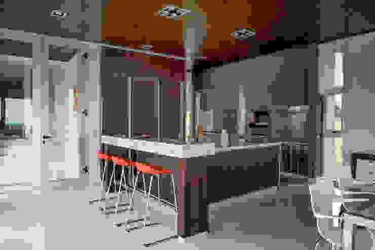 Кухни в . Автор – Saez Sanchez. Arquitectos, Модерн