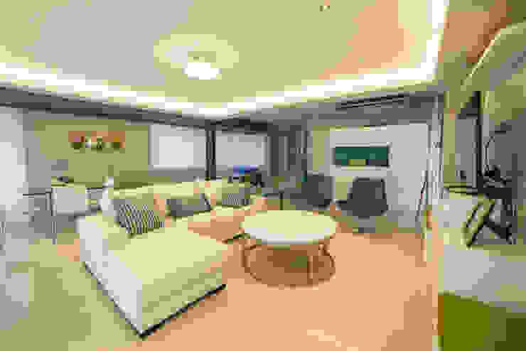 Livings de estilo moderno de Saez Sanchez. Arquitectos Moderno