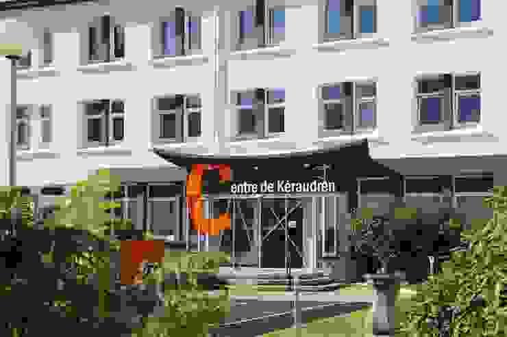 Les façades Jardin moderne par Ad Hoc Concept architecture Moderne