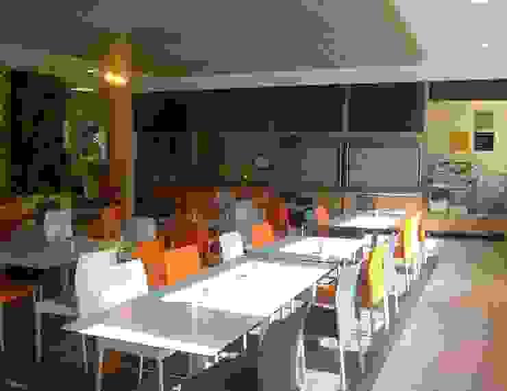 Le restaurant Salle à manger moderne par Ad Hoc Concept architecture Moderne