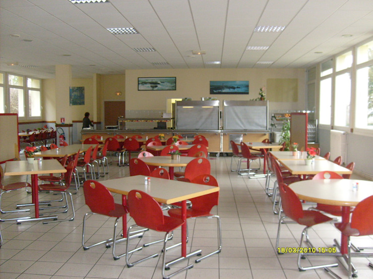 Le restaurant avant les travaux.... Salle à manger classique par Ad Hoc Concept architecture Classique