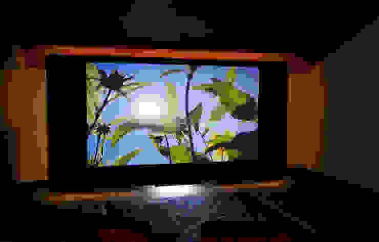 Großes Kino zu Hause live erleben Ausgefallener Multimedia-Raum von Lenz Komponiert Möbel Ausgefallen Holzwerkstoff Transparent