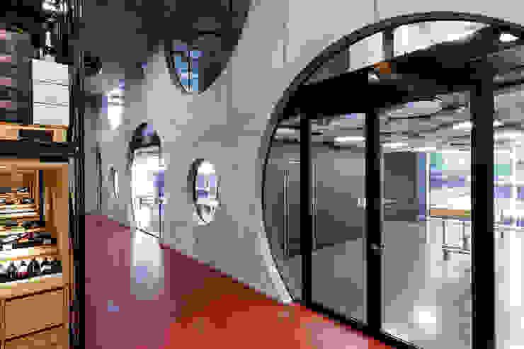 Modern walls & floors by CarlosMartinez Architketen AG FH/FWB Modern