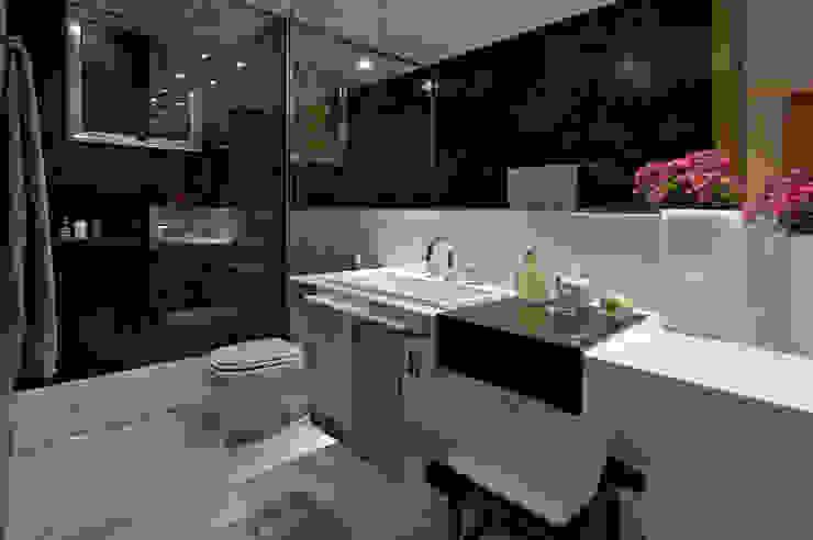 Residencia Serra dos Manacás Banheiros modernos por Manuela Senna Arquitetura e Design de Interiores Moderno