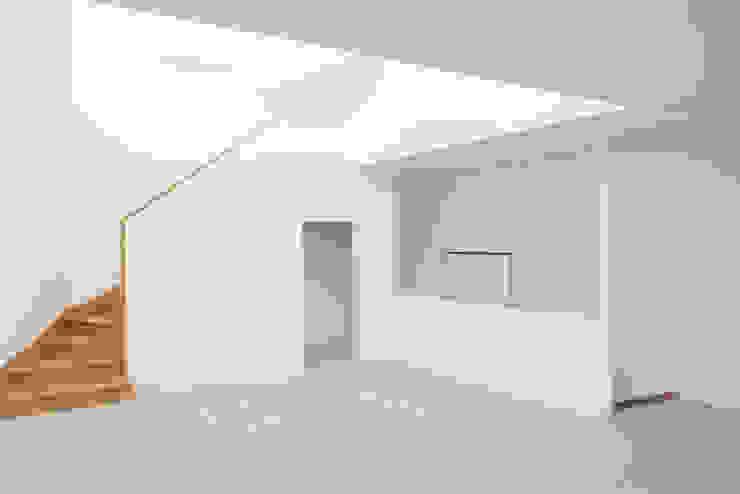Lumière tamisée pour le salon Salon minimaliste par homify Minimaliste