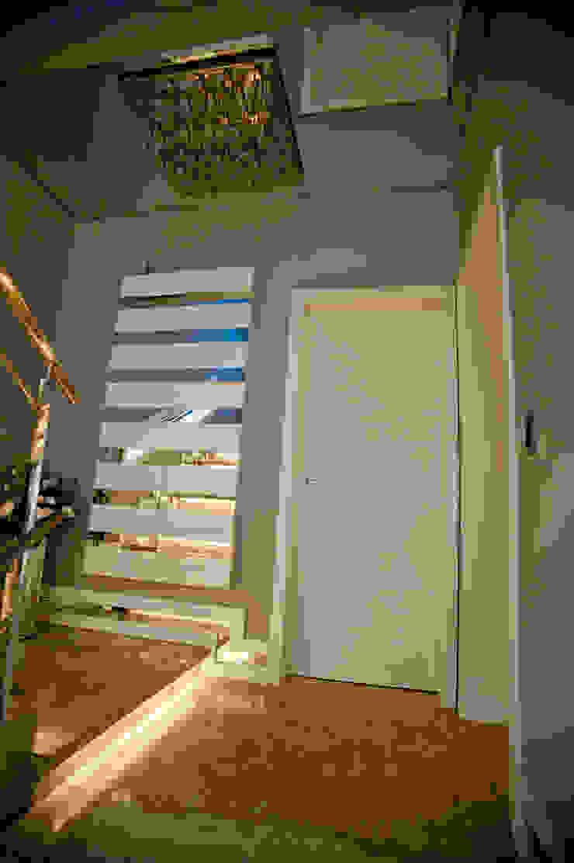 Paulinho Peres Group Moderner Flur, Diele & Treppenhaus