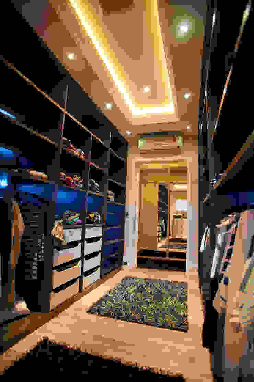 Paulinho Peres Group Moderne Ankleidezimmer