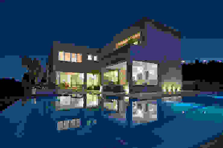 área externa / piscina Casas modernas por Manuela Senna Arquitetura e Design de Interiores Moderno