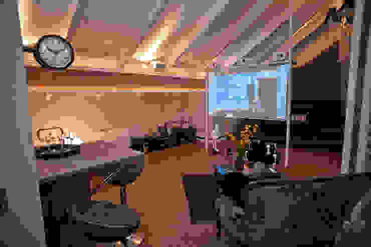 Paulinho Peres Group Moderner Multimedia-Raum