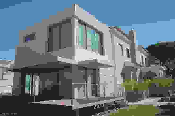 Modern home by Castello-Branco Arquitectos, Lda Modern