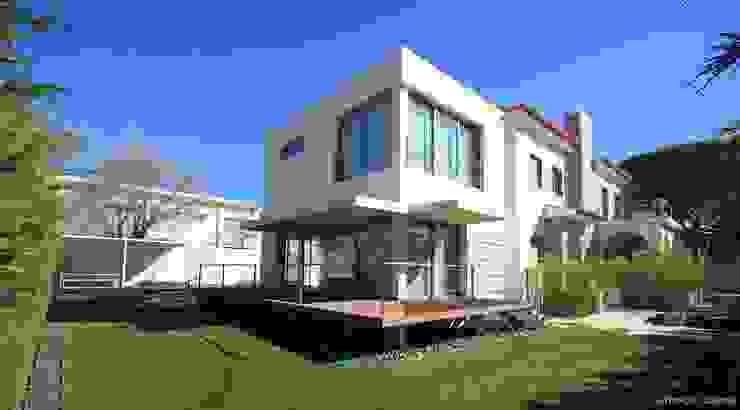 Casas modernas: Ideas, imágenes y decoración de Castello-Branco Arquitectos, Lda Moderno