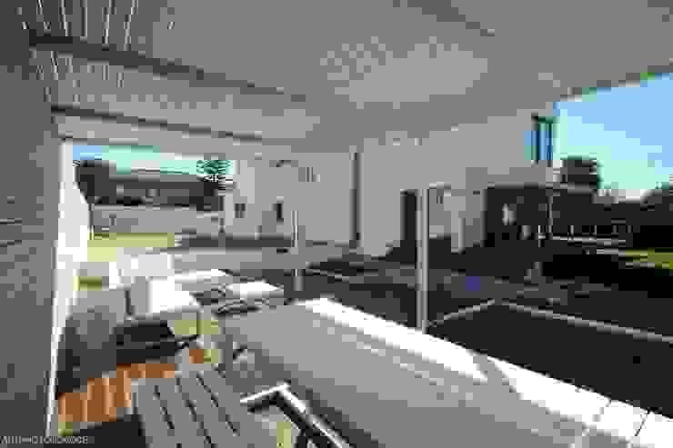 Casas de estilo moderno de Castello-Branco Arquitectos, Lda Moderno
