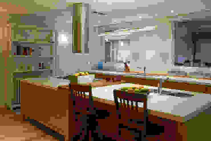 Casa en la Barranca · San Isidro, Buenos Aires · Paula Herrero | Arquitectura: Cocinas de estilo  por Paula Herrero | Arquitectura