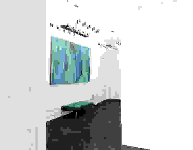 le luxe de la simplicité Коридор, прихожая и лестница в эклектичном стиле от Dara Design Эклектичный