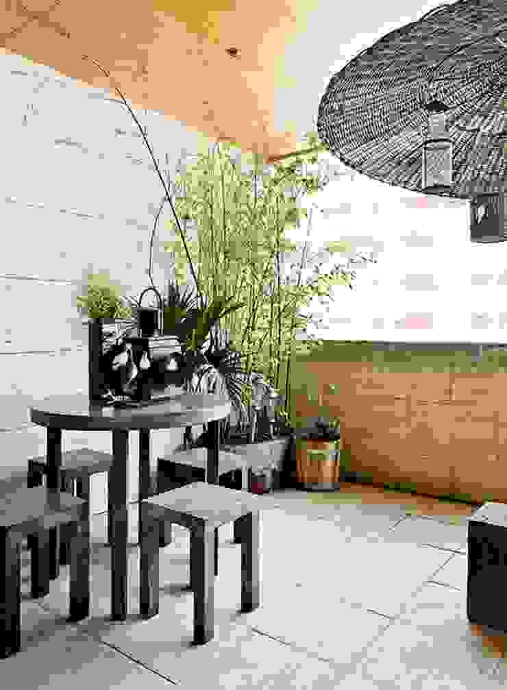 Gavetão- Decoração de Interiores Rustic style balcony, veranda & terrace