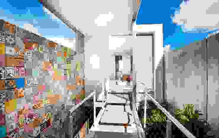 現代風玄關、走廊與階梯 根據 HPONCE ARQUITECTOS 現代風
