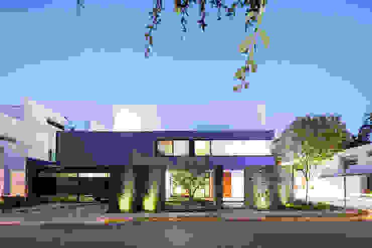 Casas modernas de NODO Arquitectura Moderno