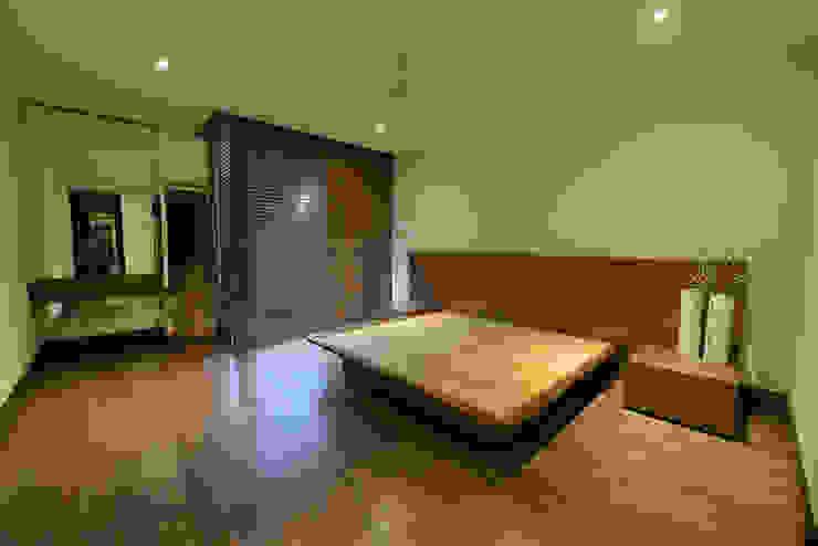 Recámara principal Dormitorios modernos de ESTUDIO TANGUMA Moderno Madera Acabado en madera