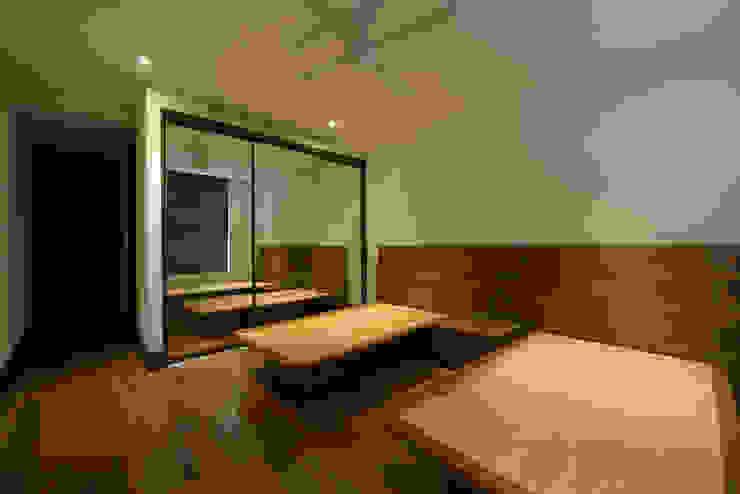 BOSQUES Dormitorios modernos de ESTUDIO TANGUMA Moderno Madera Acabado en madera