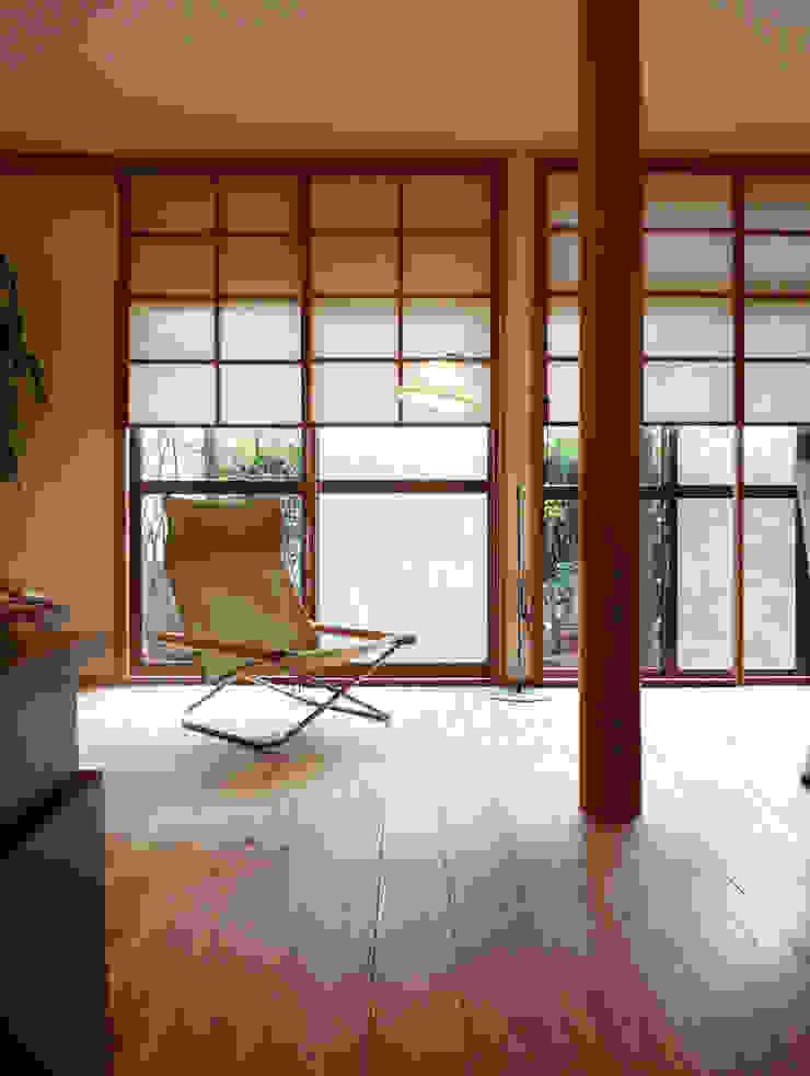 上げ下げ障子でリノベーション モダンデザインの リビング の T設計室一級建築士事務所/tsekkei モダン 木 木目調
