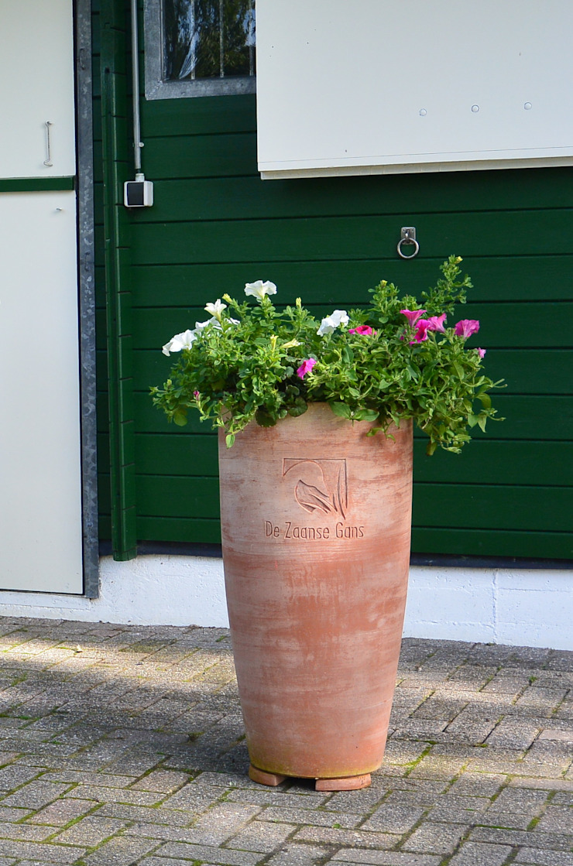 Striking detail Terrecotte Europe Balconies, verandas & terraces Accessories & decoration Pottery Brown