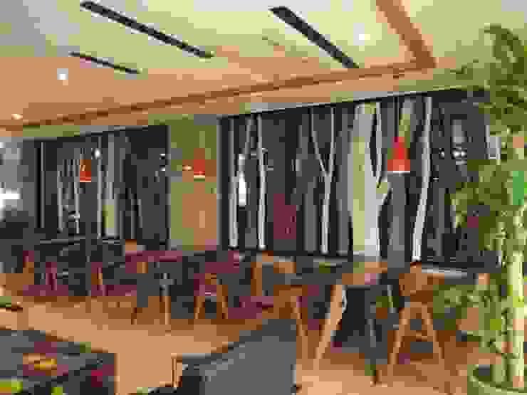 Espaces commerciaux modernes par 건후건축디자인 Moderne