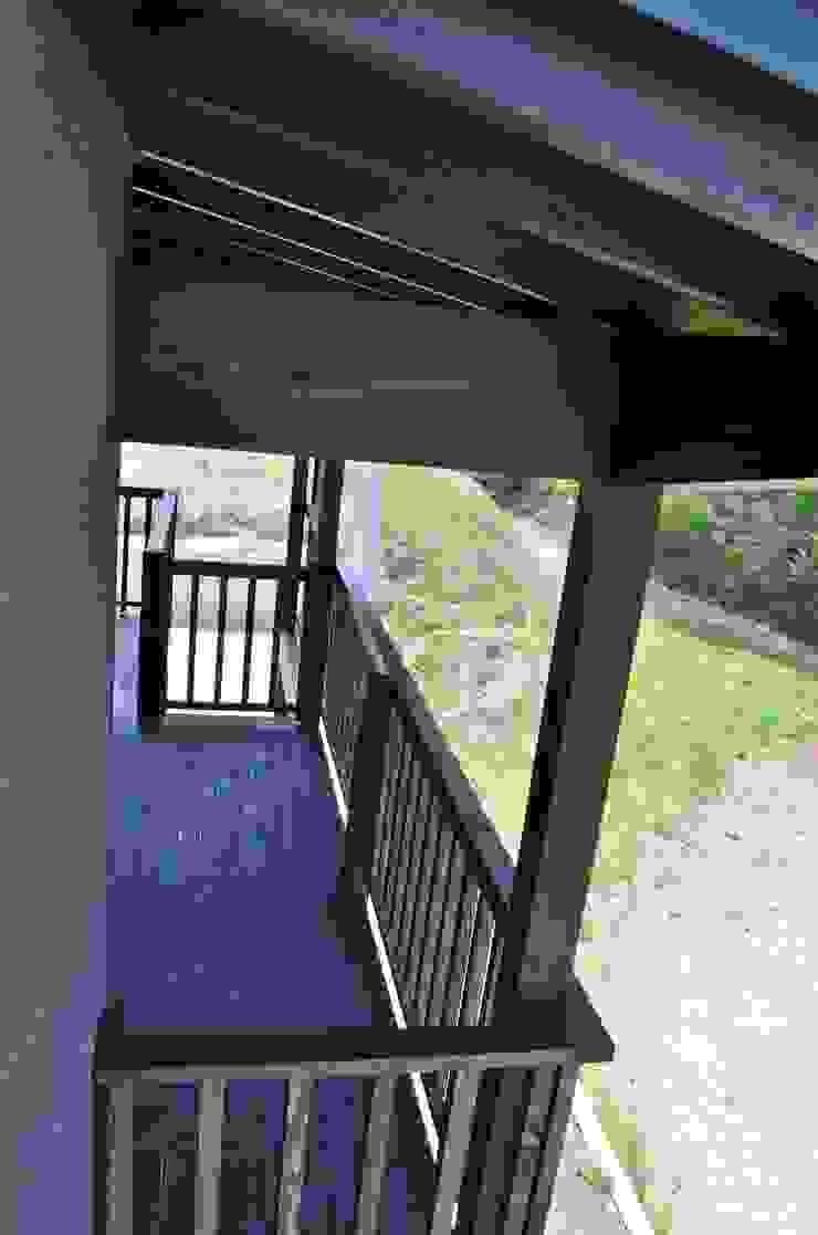 高野建築 Balcone, Veranda & Terrazza in stile moderno