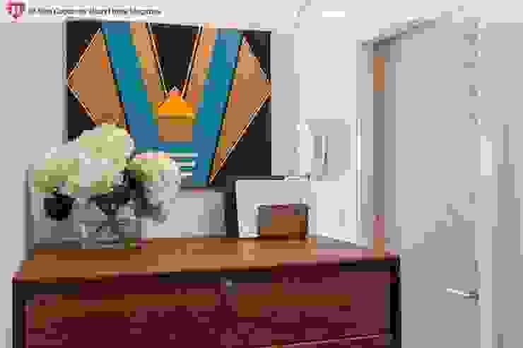 A Rented NY Apartment with a Sense of History Heart Home magazine Pasillos, vestíbulos y escaleras de estilo industrial