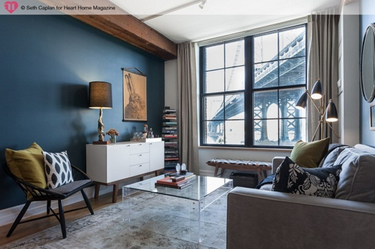 A Rented NY Apartment with a Sense of History Industrialny salon od Heart Home magazine Industrialny