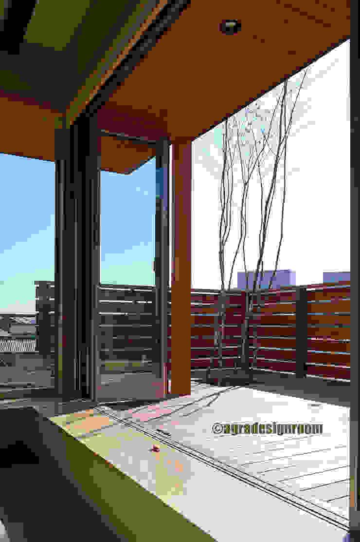 アグラ設計室一級建築士事務所 agra design room Finestre & Porte in stile moderno
