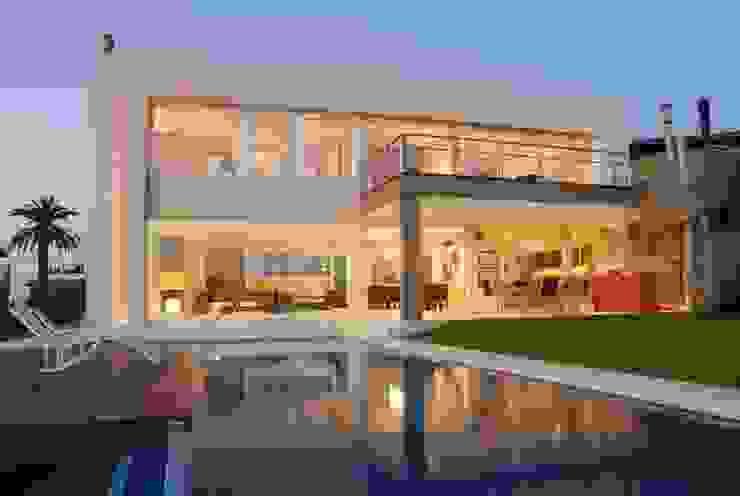 Minimalist houses by Ramirez Arquitectura Minimalist Glass